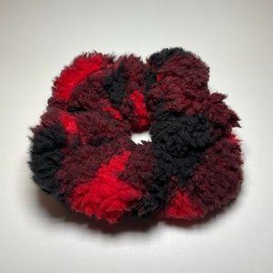 5 for $20: American Eagle fleece plaid scrunchie